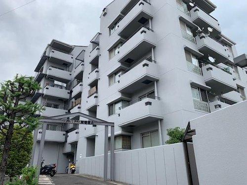 KK.グリーンタウン東香里マンションA棟外観